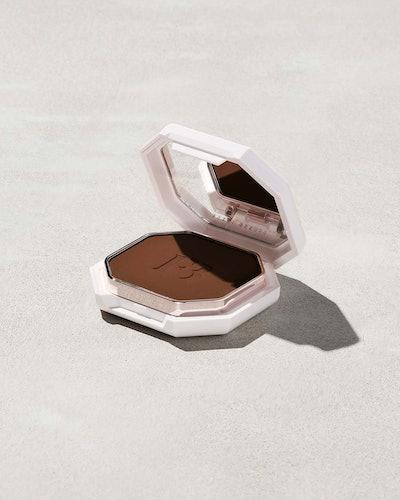 Fenty Beauty Pro Filt'r Soft Matte Powder Foundation open.
