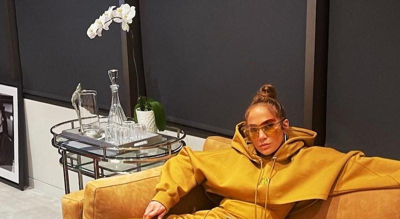 Jennifer Lopez's white nails for the holidays.