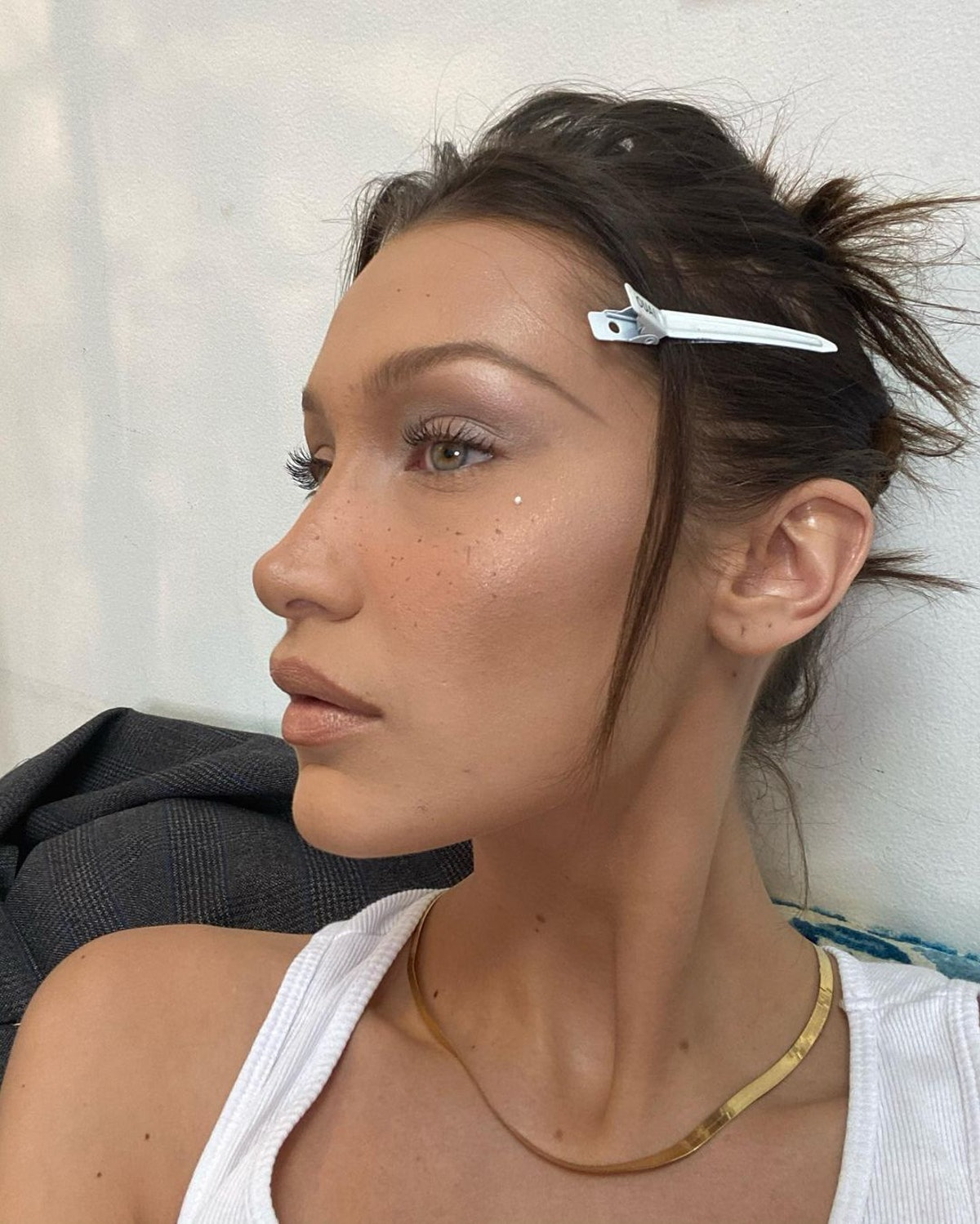 Hadid's pastel makeup and hair clip are very '90s.