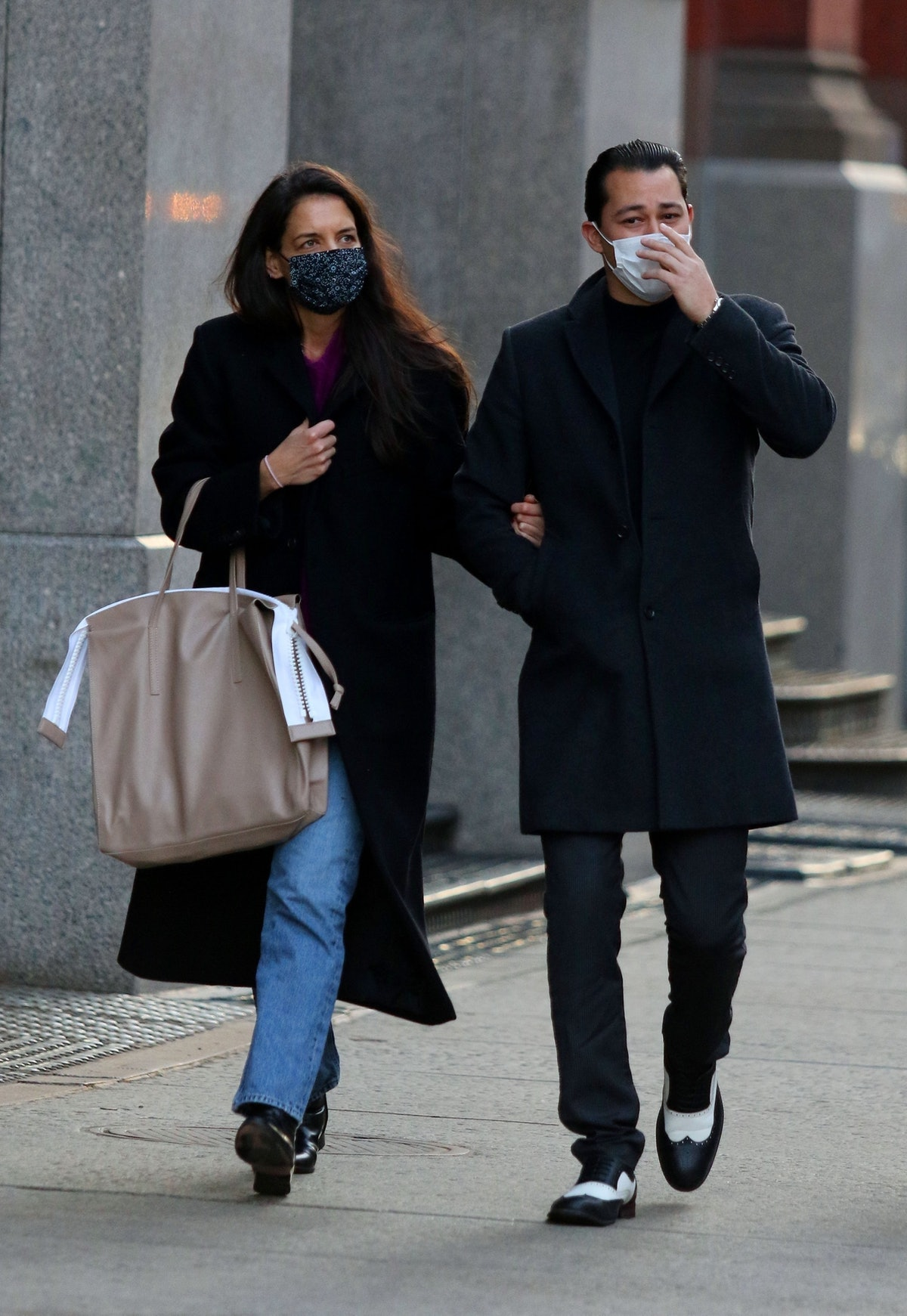 Katie Holmes carries an oversized tan handbag