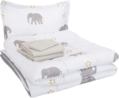 AmazonBasics Bed-In-A-Bag Bedding Set (5 Pieces)