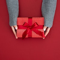 5 science-proven tips to give meaningful holiday gifts