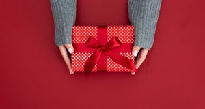 Gift, holidays, present, gift giving tips
