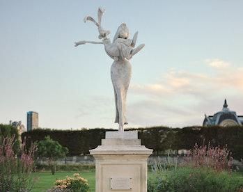 Jessica and Roger Rabbit statue in Paris