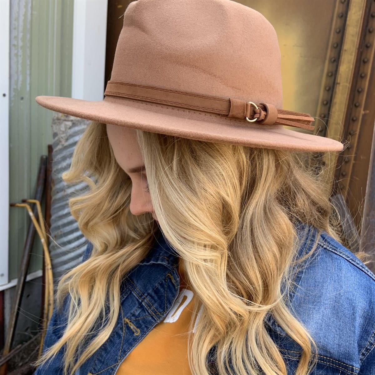 Fashion Hat With Buckle Brim