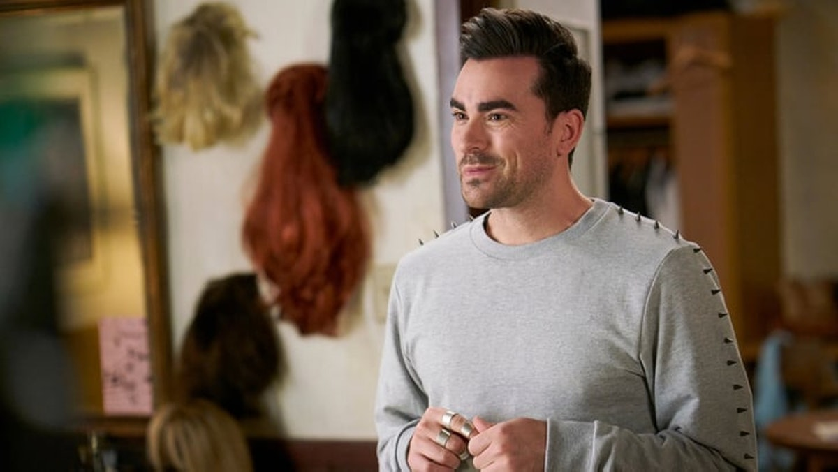 David Rose (Dan Levy) smiles while talking to this family in 'Schitt's Creek.'