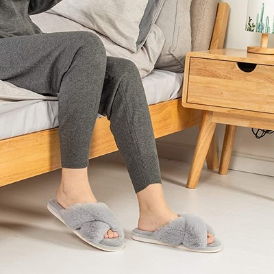 Parlovable Soft Plush Cross Band Slippers