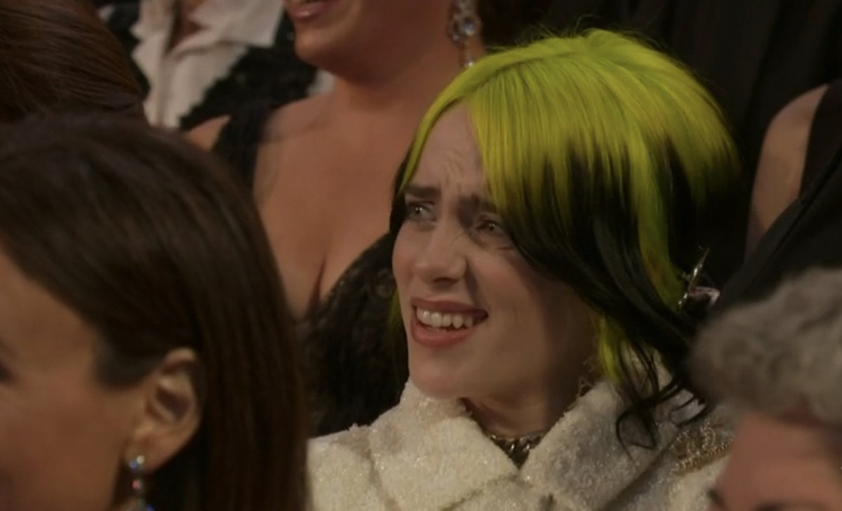 Billie Eilish's response to Maya Rudolph and Kristen Wiig at the 2020 Oscars inspired memes.