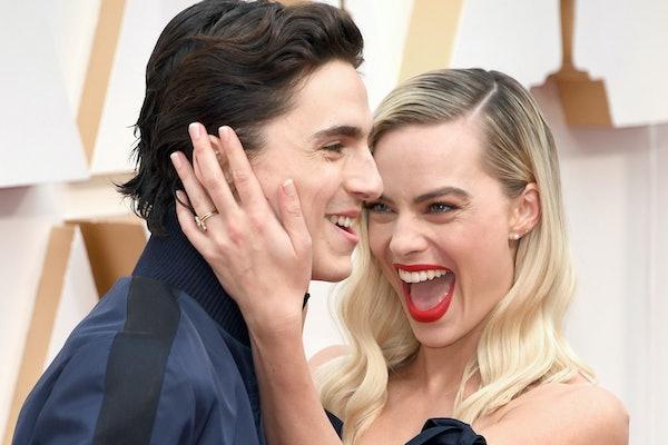 Timothée Chalamet photobombed Margot Robbie on the 2020 Oscars red carpet.
