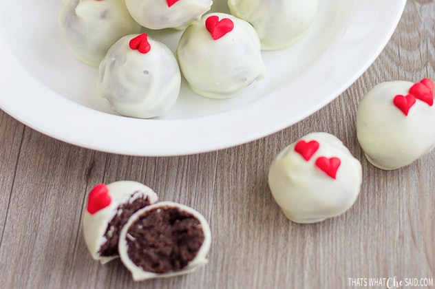 Valentine Oreo Truffles are a Valentine's Day recipe that is completely Pinterest-worthy.