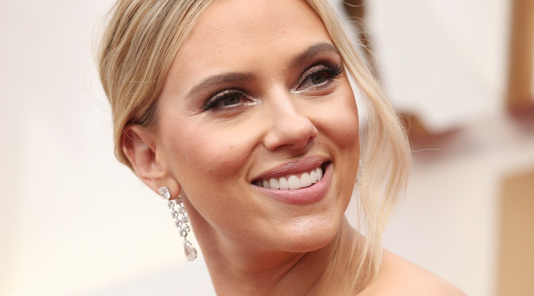 Scarlett Johansson's diamond earrings at the 2020 Oscars cost more than $2 million.