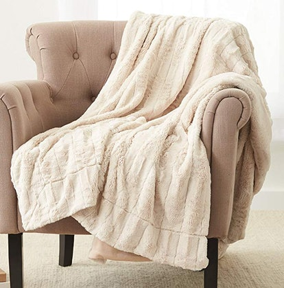 Pinzon Faux Fur Throw Blanket