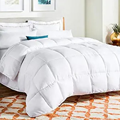 Linenspa All-Season White Down Comforter