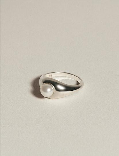 Demi Signet Pearl Ring