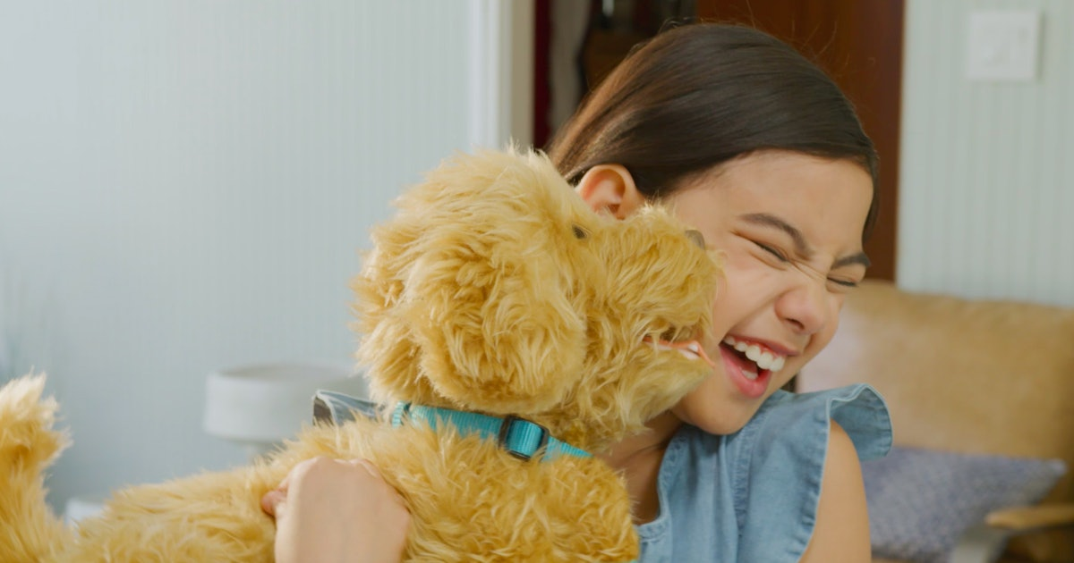 This Labradoodle Toy Responds To Voice & Touch, & Gives *Snuggles* — FIRST LOOK