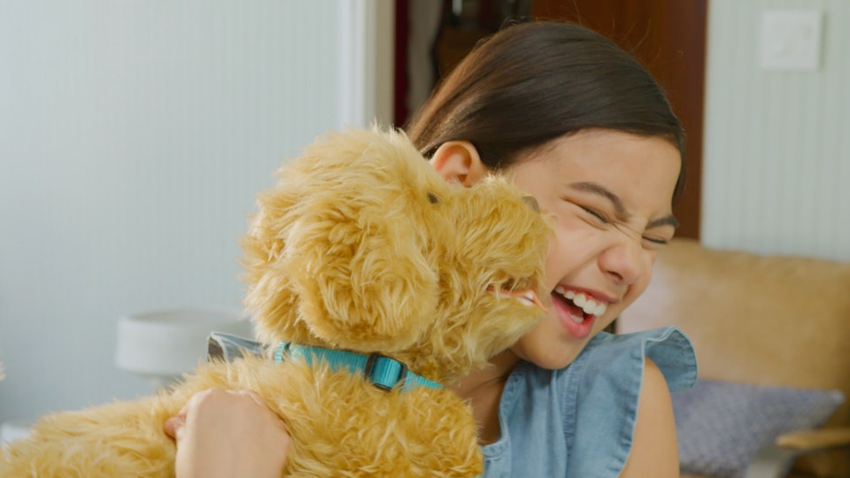 Your kids can interact with Moji The Loveable Labradoodle just like they would a real dog.