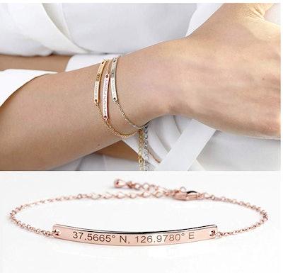 MignonandMignon Personalized Name Plate Gold Bar Bracelet