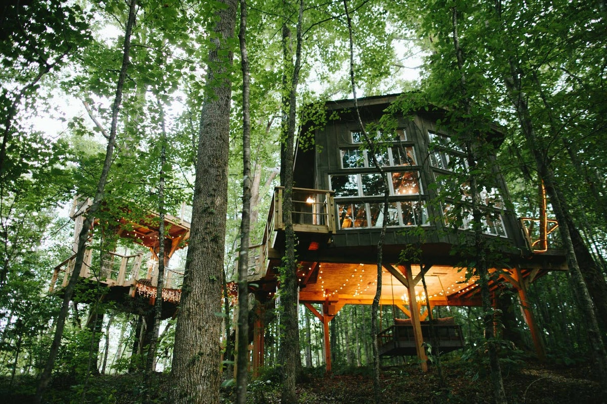 A treehouse rental on Airbnb has fairy lights and sits in the middle of the woods in South Carolina....