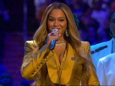 Singer Beyonce gave a moving performance at Kobe Bryant's farewell service at the Staples Center in Los Angeles on Monday.