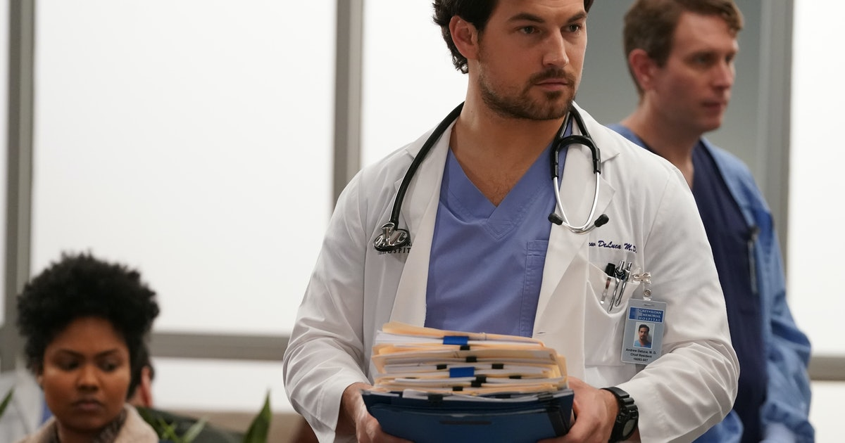 Why Meredith & Carina Have Every Reason To Be Stressed About DeLuca On 'Grey's Anatomy'