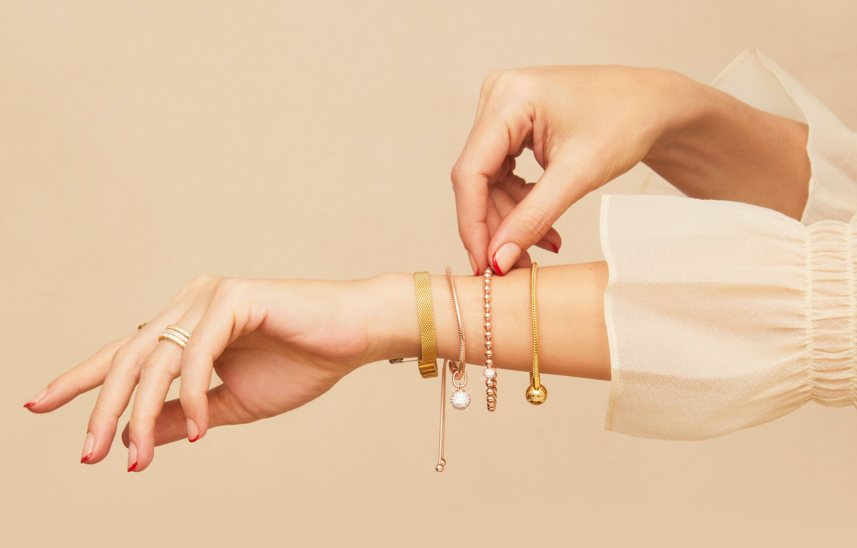pandora bracelet turning orange