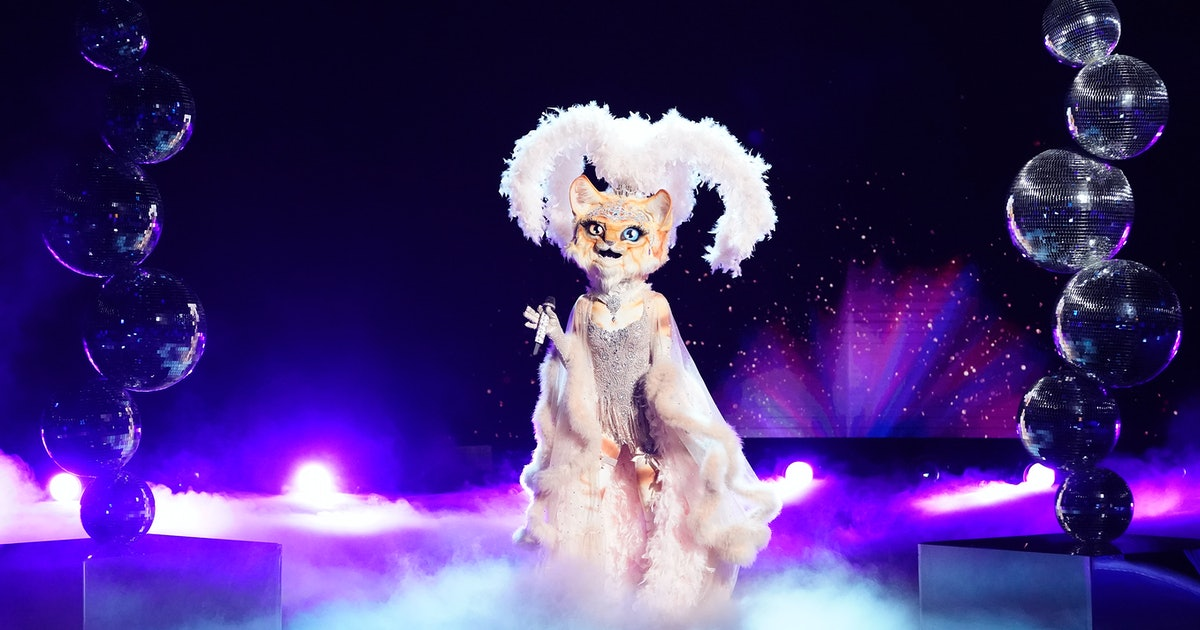 Here's Why Fans Are Convinced Sarah Hyland Is The Kitty On 'The Masked Singer'