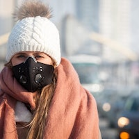Can pollution masks really protect you? Here's what an analysis found.