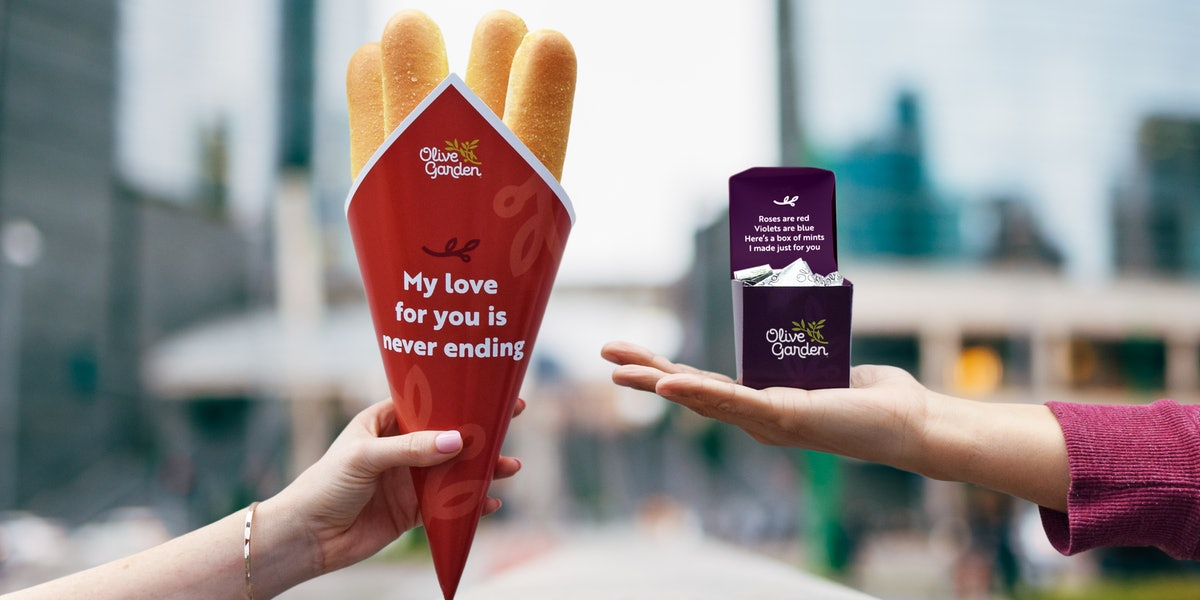 Here's How To Order Olive Garden's Breadstick Bouquets and Chocolate Mint Boxes.