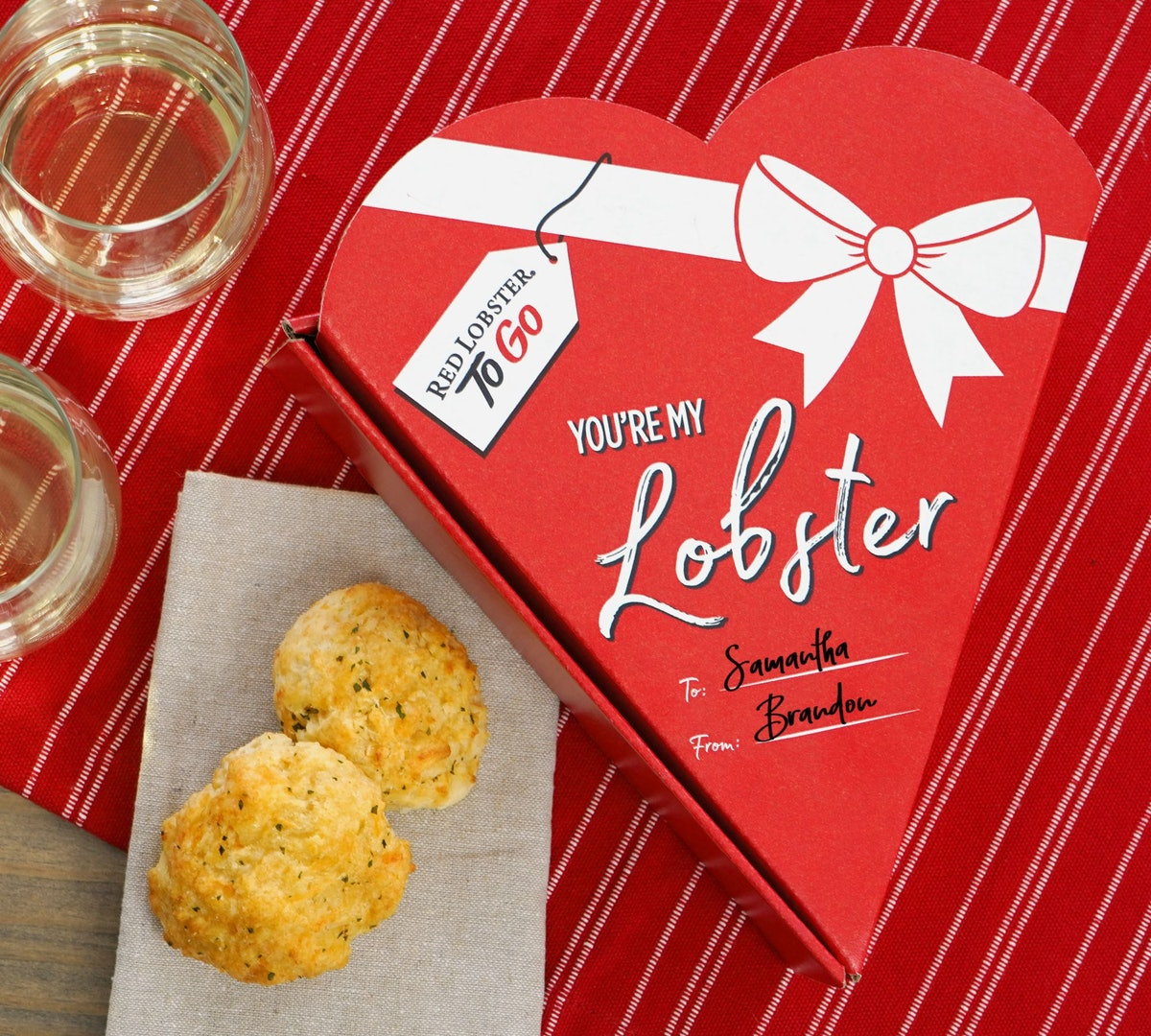 Red Lobster's Cheddar Bay Biscuits for Valentine's Day 2020 come in a box.