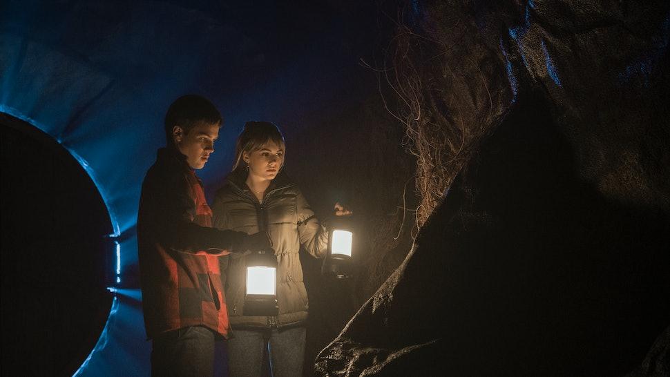 Connor Jessup and Emilia Jones in 'Locke & Key'