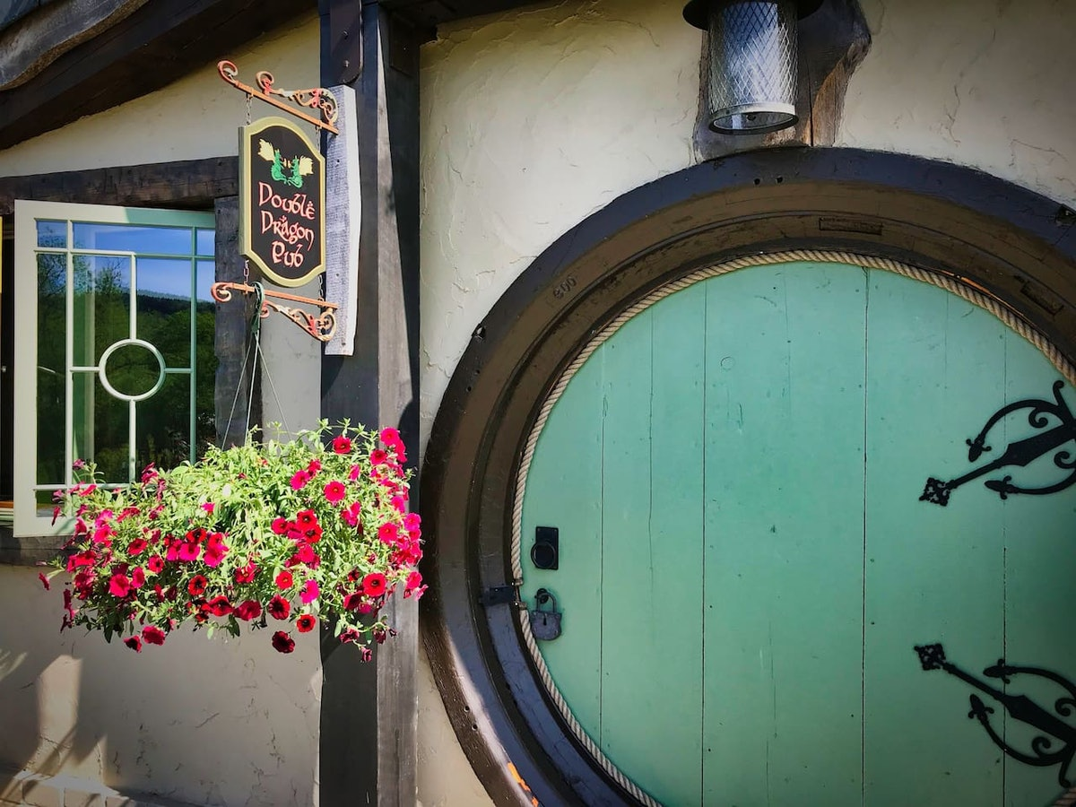 An enchanting 'Hobbit' inspired Airbnb in Middletown Springs, Vermont has a round, green door and is made for a couple's getaway.