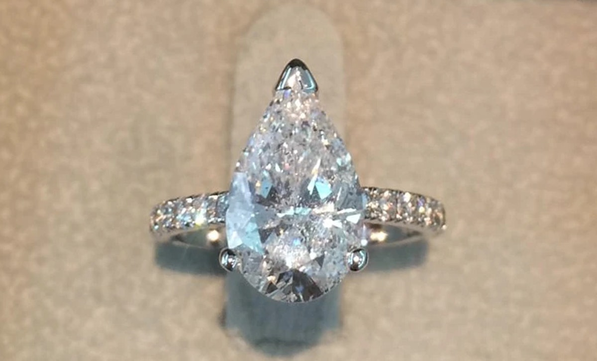 3.5 Carat F VS2 Pear Cut Diamond Engagement Ring - 14K White Gold Ring
