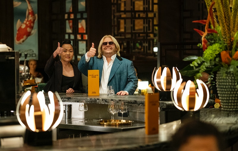 Suzy Nakamura as Iris and Josh Gad as Judd in Avenue 5