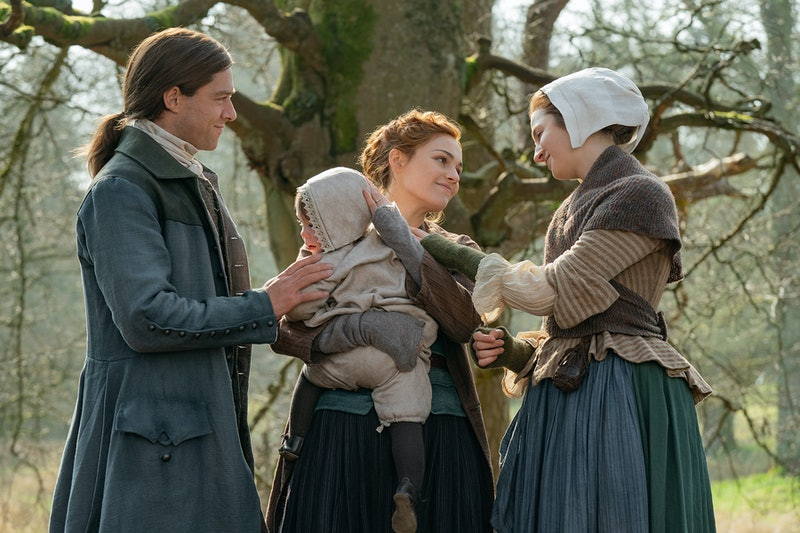 Richard Rankin as Roger MacKenzie, Jemmy, Sophie Skelton as Brianna Randall Fraser, and Caitlin O'Ryan as Lizzie in Outlander