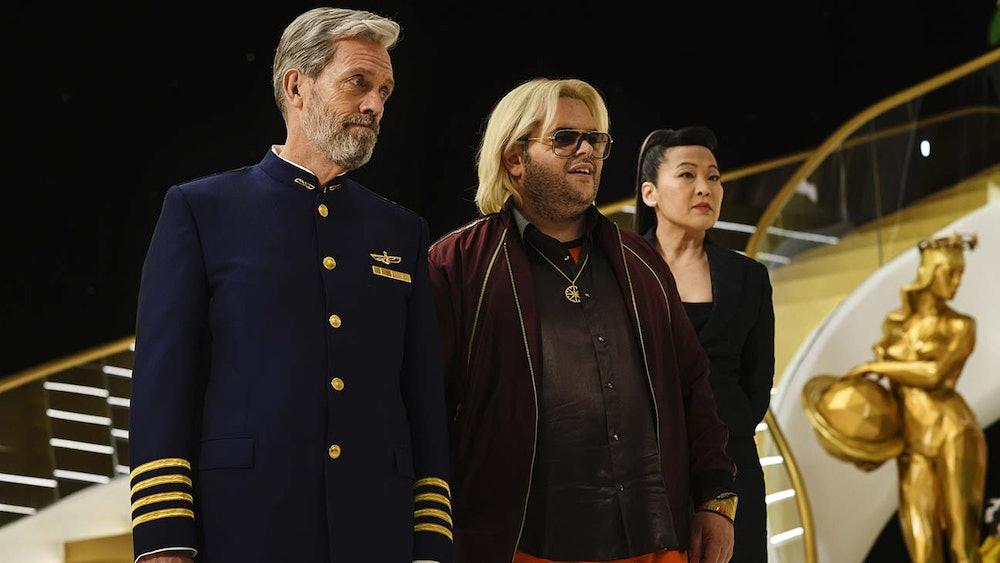 Josh Gad (center) plays Judd, a Trumpian figure on 'Avenue 5'