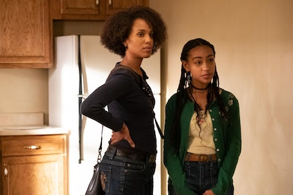 Kerry Washington as Mia and Lexi Underwood as Pearl in Little Fires Everywhere