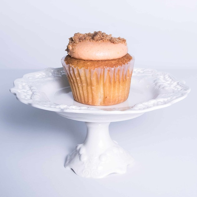 A picture of a peach cobbler cupcake