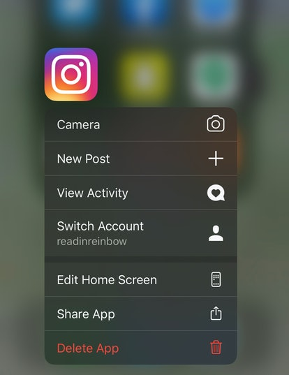 If the Instagram app isn't working properly, or you are missing the Superzoom update, try deleting the app and then re-installing it.