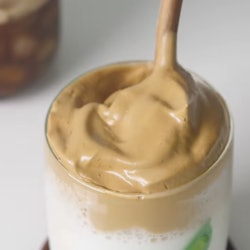 Dalgona coffee, aka creamy coffee on tiktok, is very easy to make.