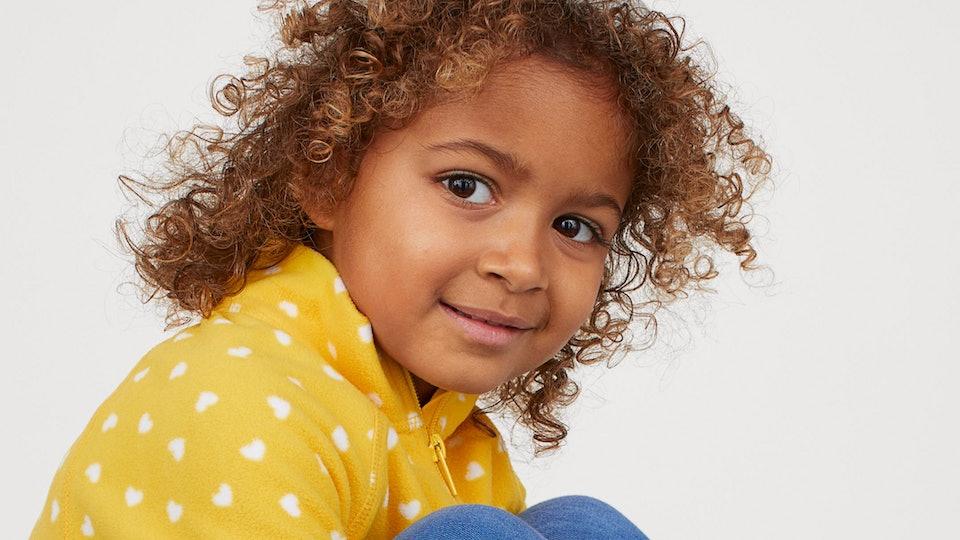 little girl wearing fleece h&m jacket