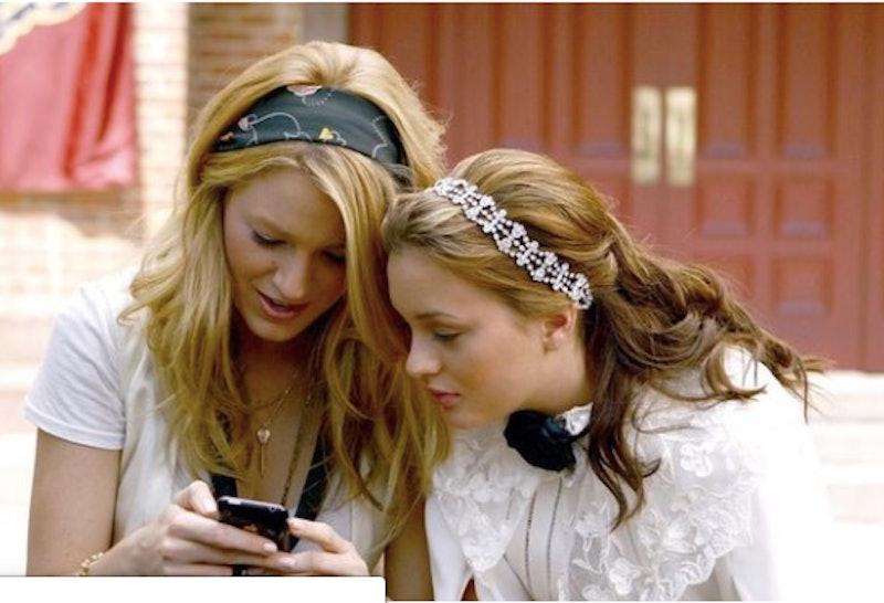 Gossip Girl Blair Serena On Phone Dating Apps Partner