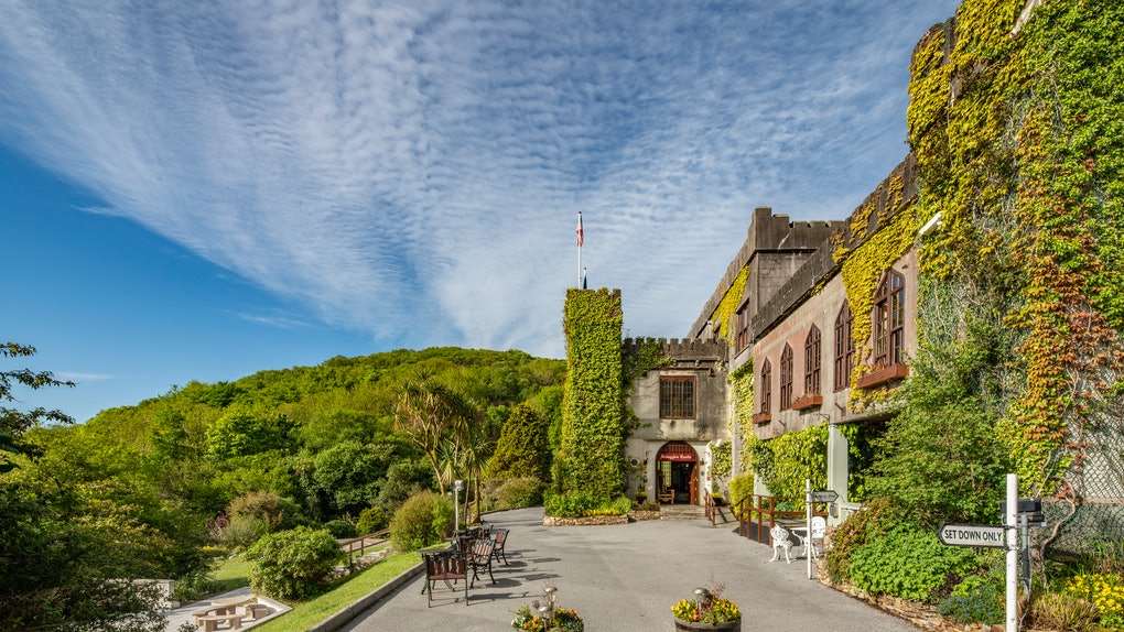 Abbeyglen Castle in Ireland features a quaint and cozy atmosphere, and is surrounded by lots of greenery.
