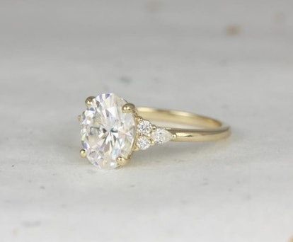3cts Cinderella 10x8mm 14kt Gold Forever One Moissanite Diamonds Unique Dainty Cluster 3 Stone Oval Engagement Ring,Rosados Box