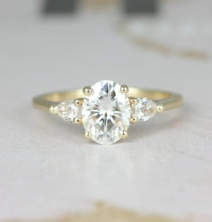 1.50cts Emery 8x6mm 14kt Solid Gold Forever One Moissanite Diamond Pear 3 Stone Dainty Oval Engagement Ring,Rosados Box
