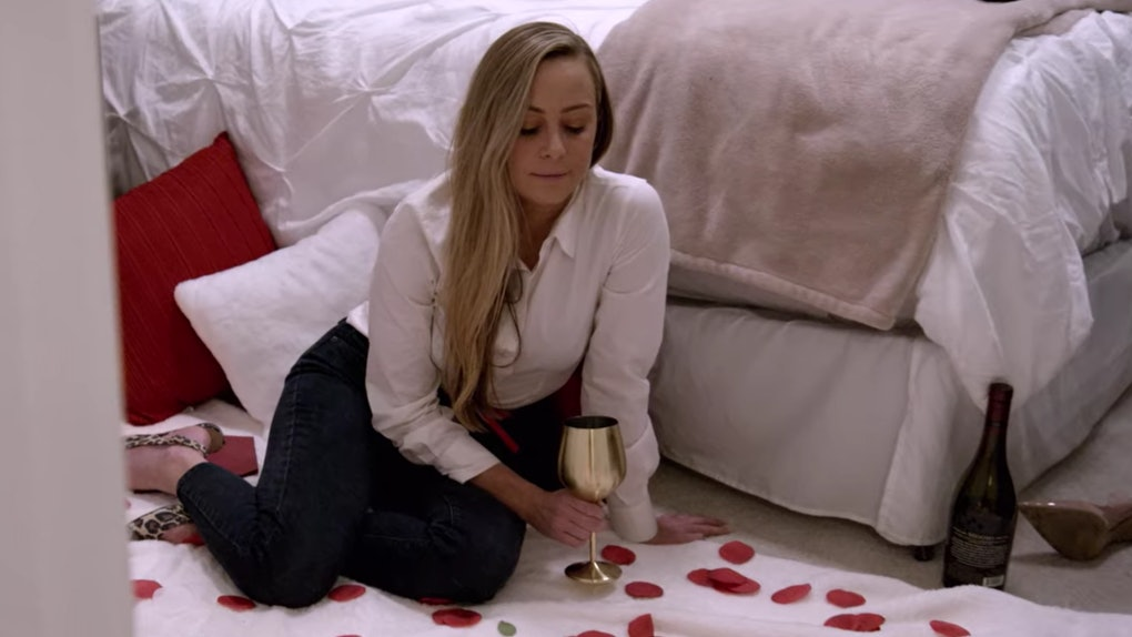 """Jessica from Netflix's """"Love is Blind"""" has a picnic in rose petals on a pod date."""