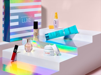Beauty samples included in the Sephora Favorites Luxe set.