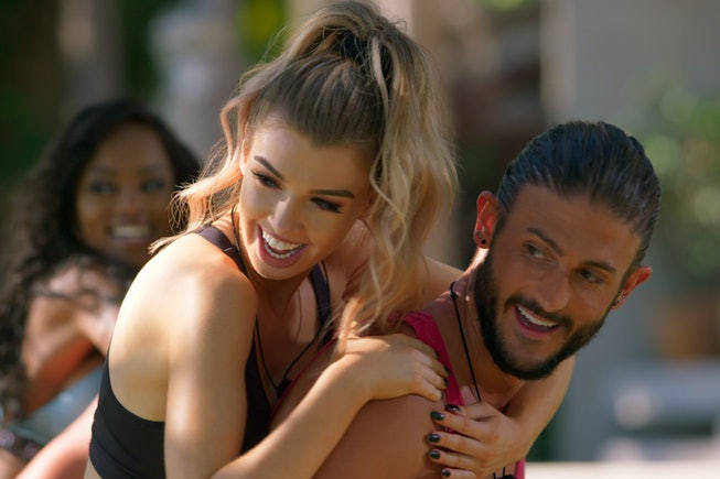 Two contestants on Netflix's new reality dating show, 'Too Hot To Handle.'