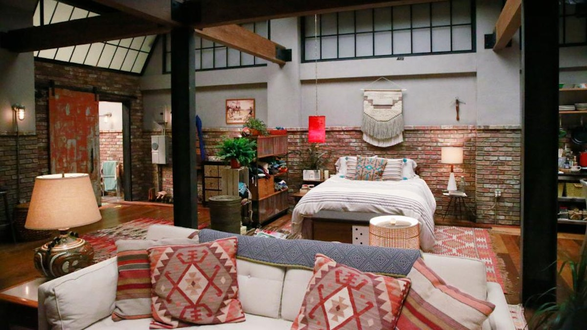 """One of the best Zoom backgrounds for first dates is the dream house from """"Grey's Anatomy."""""""