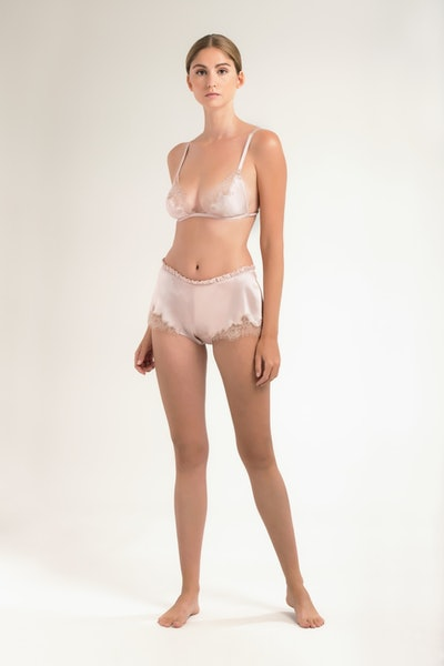 Floaty shorts in silk and Caudry lace