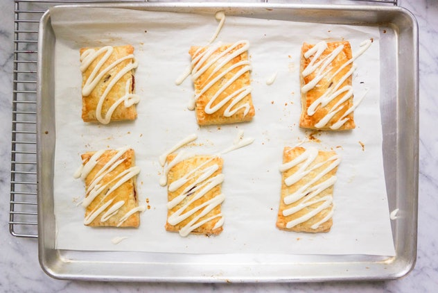 Baking tray with six toaster pastries on it
